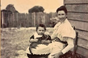 Mrs Harrison and child, Mallacoota 1895-1920